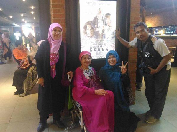 With mba HTR, oma, saya dan mas aeron